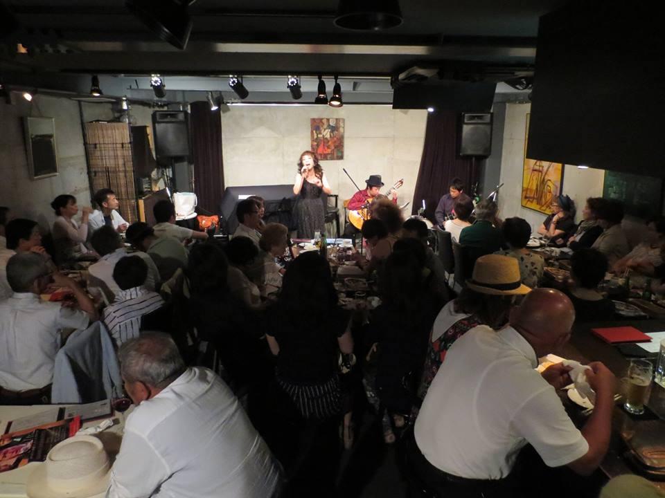 神戸ボーンフリー ギター&バンドネオン&ボーカル