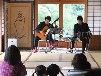 余呉町-ギター・バンドネオン演奏