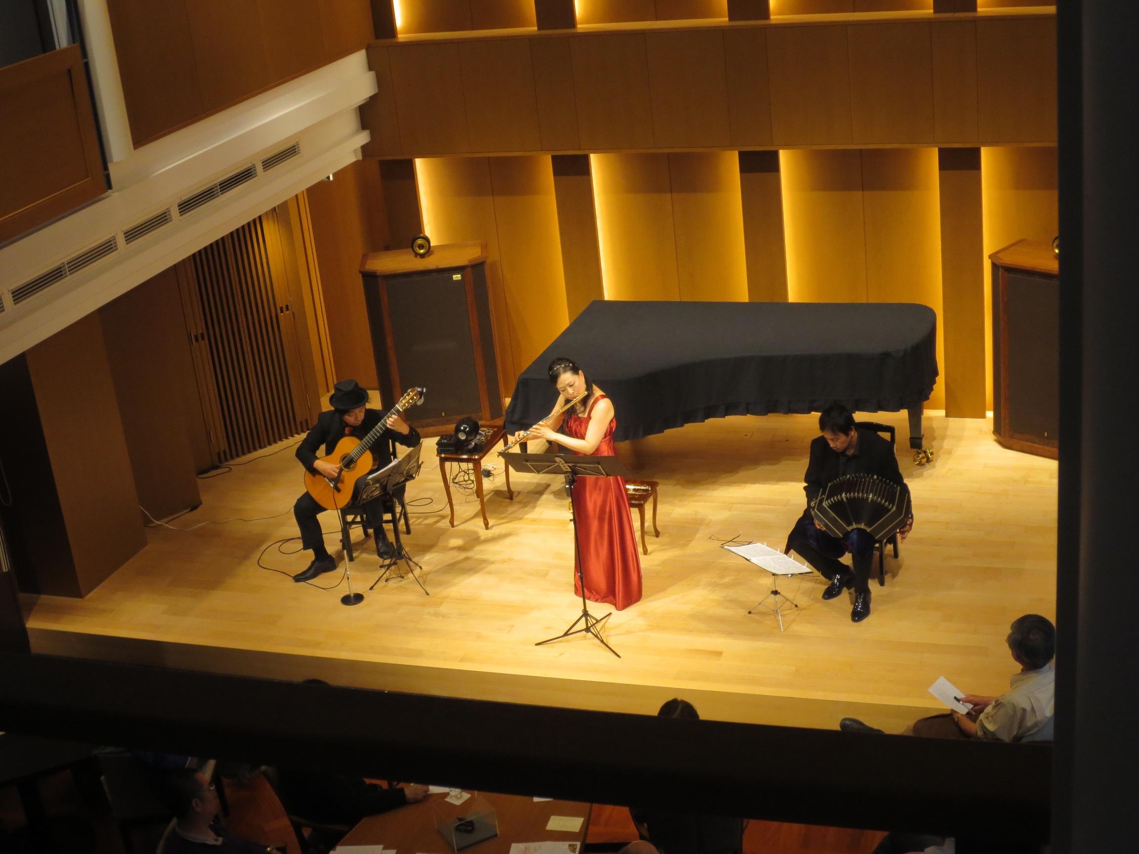 芦屋市 バンドネオン フルート ギター タンゴコンサート