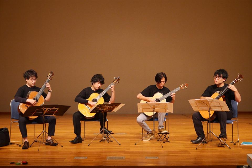 ギターカルテット・ヴィブラー党 左から井谷光明、米阪隆広、橋爪皓佐、松島淳