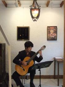 池田市ギャラリークレハ-ギターミニコンサート