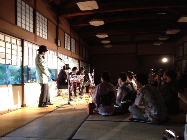 ギター/米阪隆広、バンドネオン/星野俊路、歌/ロベルト・杉浦