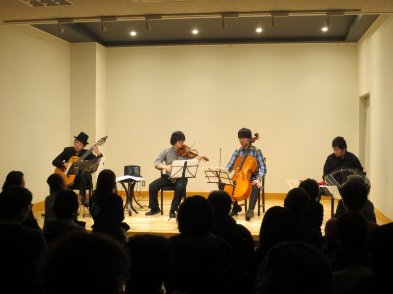 池田市石橋 ギター、バンドネオン、チェロ、バイオリン