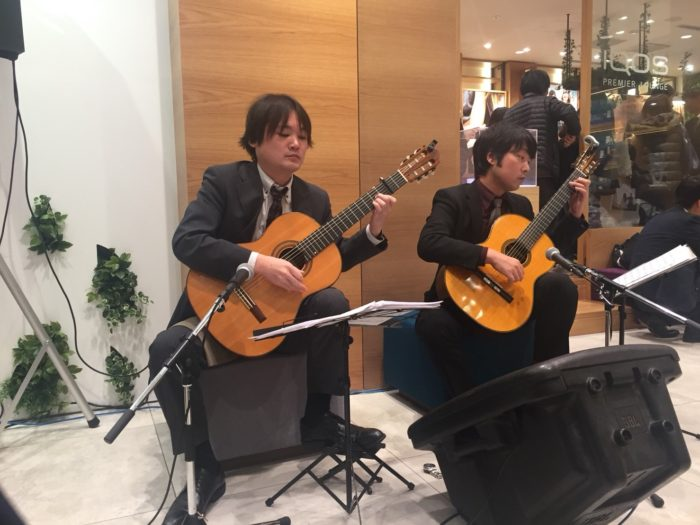 アイコス梅田 ギター演奏