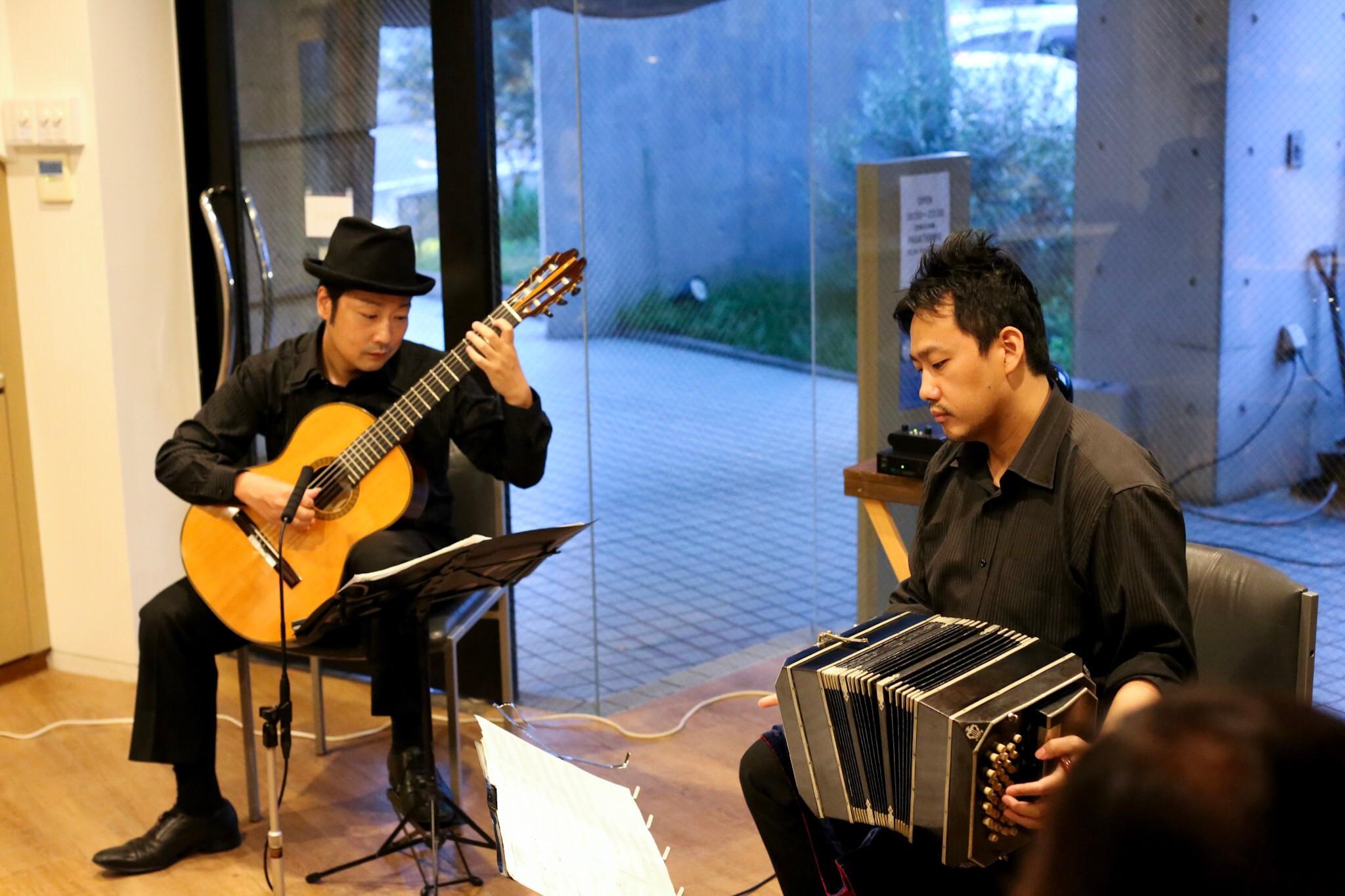 豊中市パサティエンポ タンゴ・グレリオ バンドネオン・星野俊路 ギター・米阪隆広