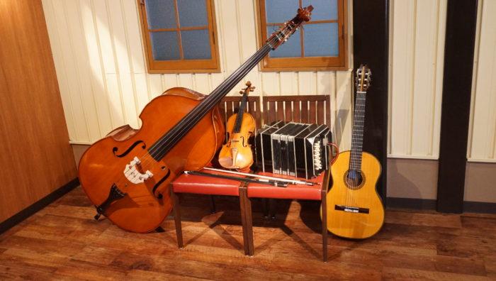 ギター バンドネオン バイオリン コントラバス